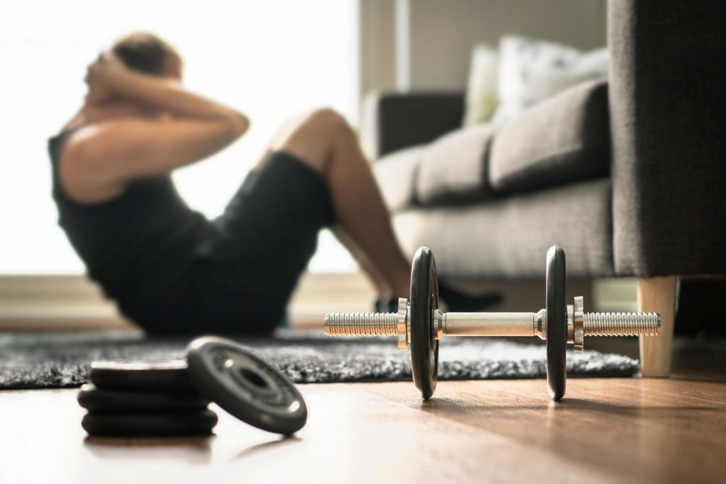 Sportowcy trenują w domach
