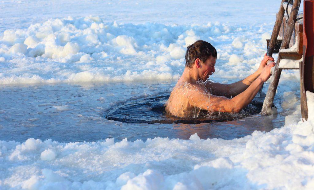 pływanie zimą to ekstremalny sport